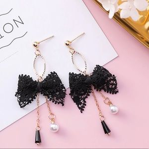 3️⃣@$30 Lace Bow Pearl Stud Earrings